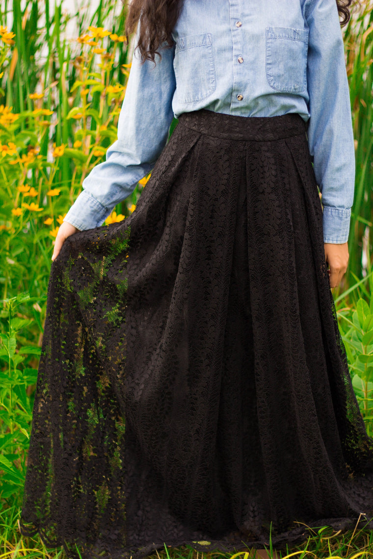 high waisted lace skirt in black with pockets