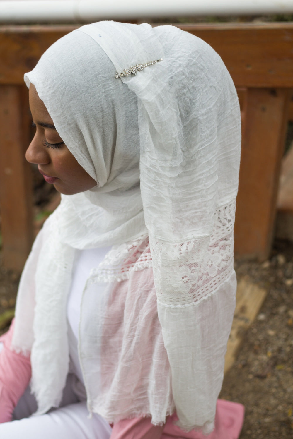 white viscose hijab with lace on the ends