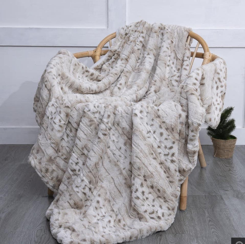 Snow Lynx Throw Blanket