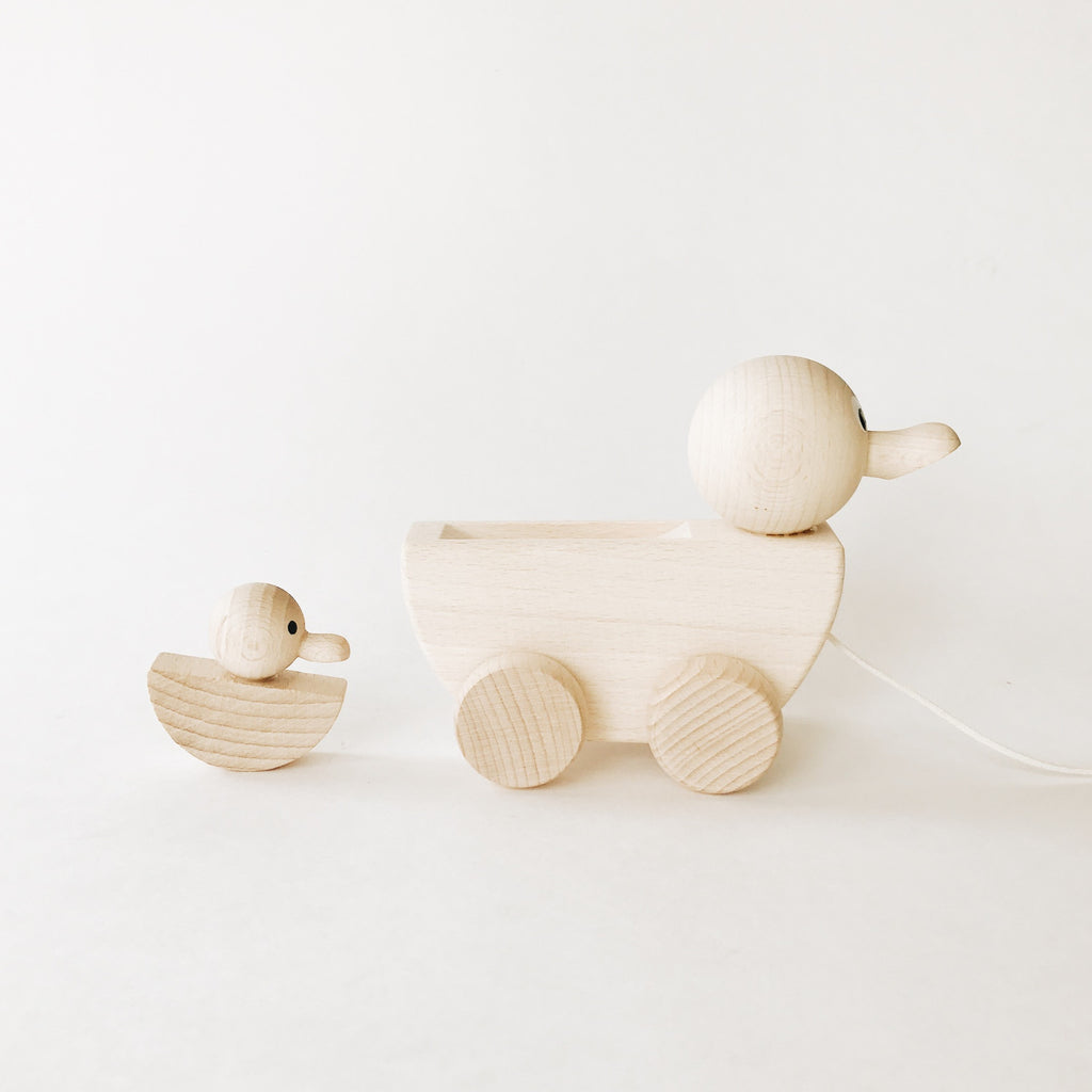 Wooden Pull-Along Mother/Daddy Duck and Baby Duckling - Andnest.com