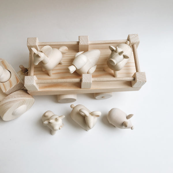 Wooden Farm Tractor with Animals - Andnest.com
