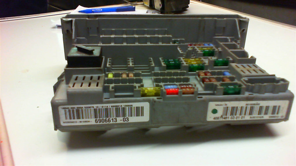 BMW  1 series E 87 power distribution fuse box front  6114 6906613