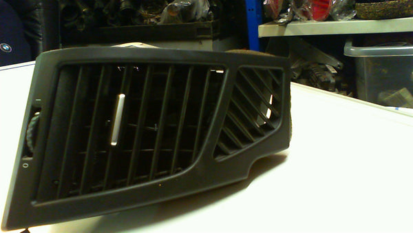 BMW 1 series E 87  2007  Air Vent Right Side 51607059188
