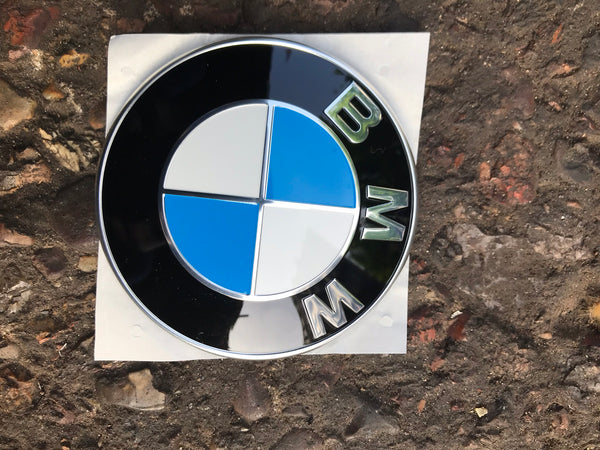 GENUINE BMW 1 SERIES F20 FRONT BUMPER BADGE. 7288752