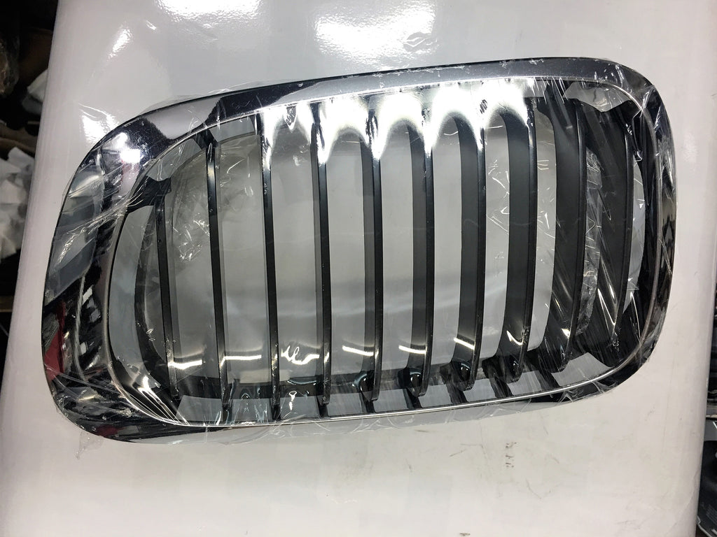 BMW 3 SERIES COUPE 2002 E46 KIDNEY GRILLE DRIVER SIDE CHROM WITH SILVER SLAKES
