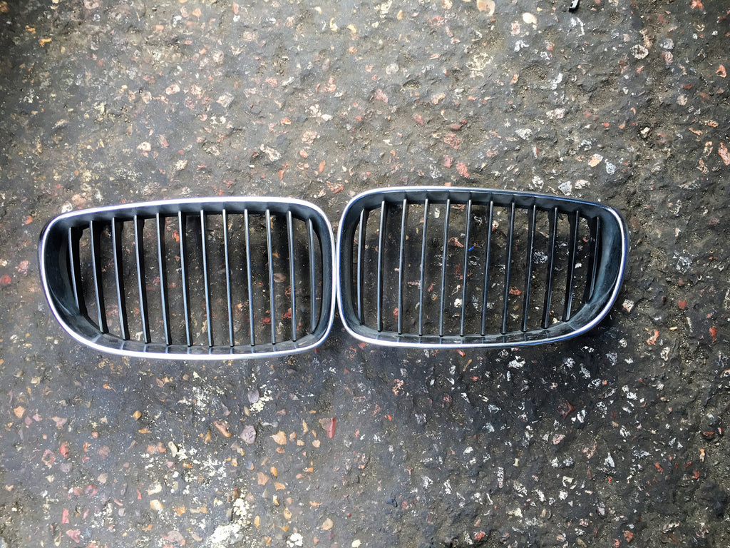 BMW 1 SERIES 2010 E88 SET OF KIDNEY GRILLE FOR M- SPORT BUMPER