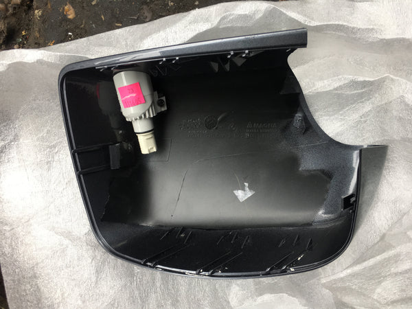 51168266734 BMW X5 Drivers side mirror cover ( new)