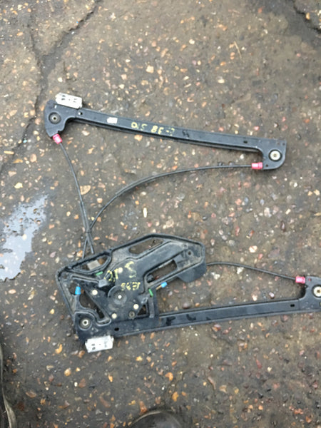 BMW 7 series 1999 e38 driver side front window regulator