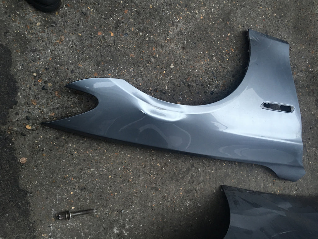 BMW 5 SERIES F10 20014 DRIVER SIDE WING NEEDS REPAIR