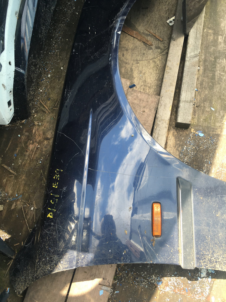 BMW 5 SERIES 1999 E 39 PASSENGER SIDE WING IN BLUE NEEDS RESPRAY