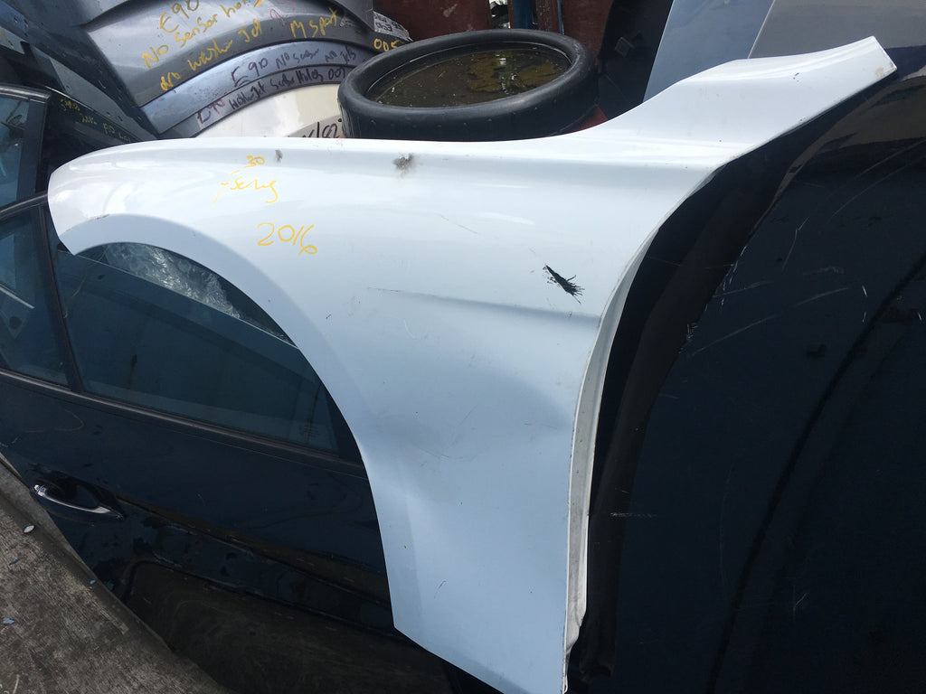 BMW 3 SERIES 320 I 2015 F30 PASSENGER SIDE WING IN WHITE WOULD NEED RESPRAY