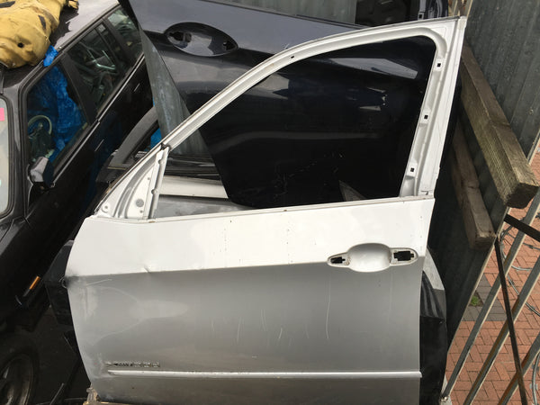 BMW X5 PASSENGER SIDE FRONT DOOR NEEDS REPAIR