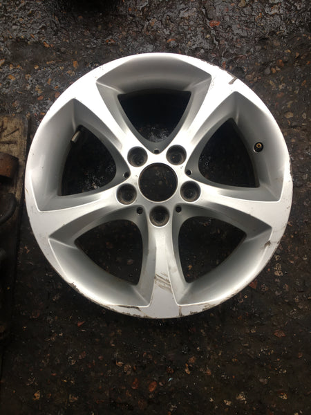 6778219  BMW 1 SERIES STAR SPOKE 256 17INCH scuffed