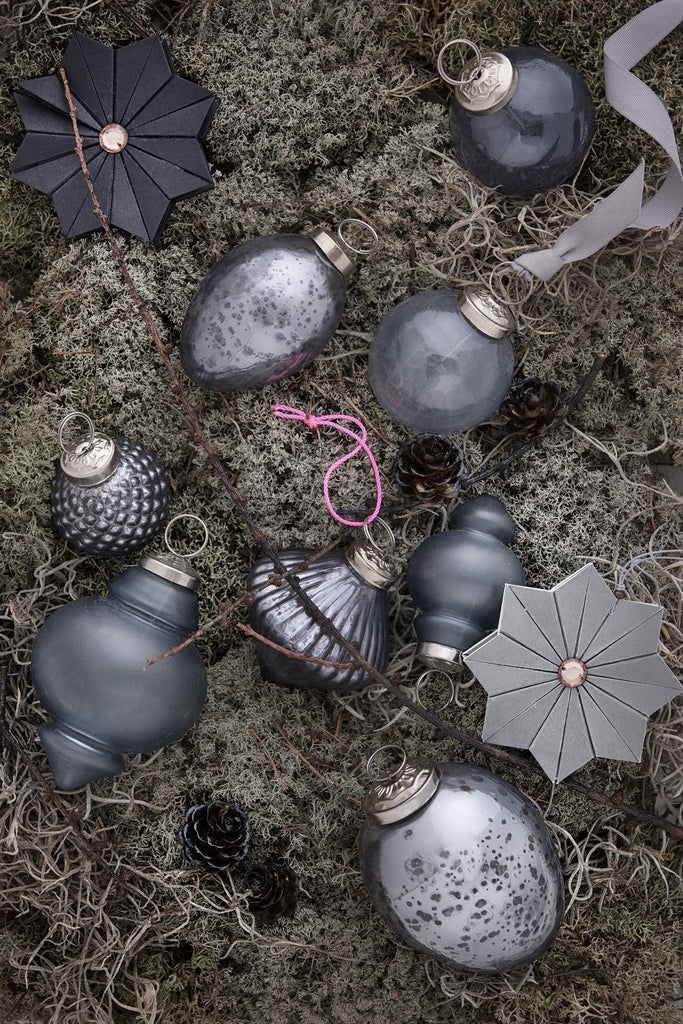 Gray Christmas Tree Decorations.Christmas Tree Decorations In Grey And Silver Hooglig