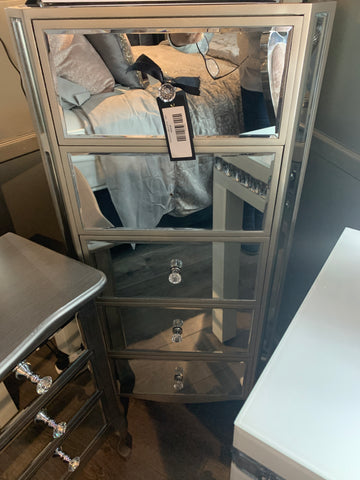 Mirrored tall boy with 5 drawers . Value alert