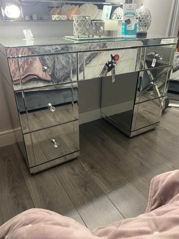 Hollywood 7 drawer glass mirrored dressing table
