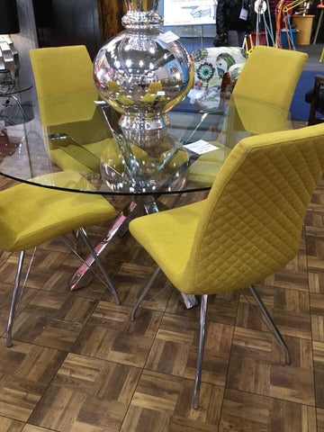 Round Zee Zee glass table 137 cm with Mustard Manders chairs