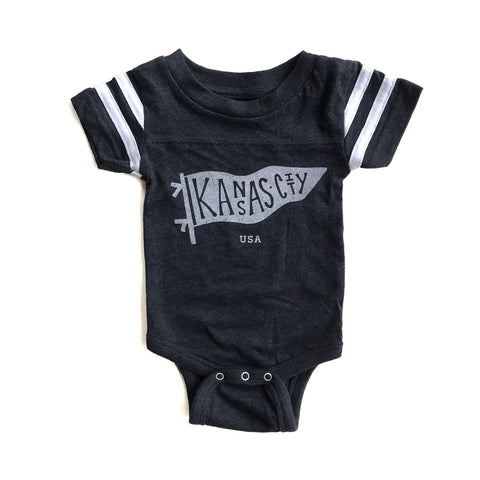 x INFANT  | KC PENNANT ONESIE CHARCOAL