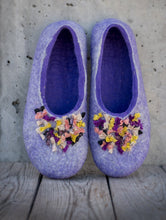 Load image into Gallery viewer, BureBute handcrafted woolen slippers for women, decorated with indian silk