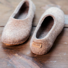 Load image into Gallery viewer, Beige Alpaca slippers