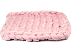 Oblong cat mat CHUNKY Pale pink made by hand, natural wool