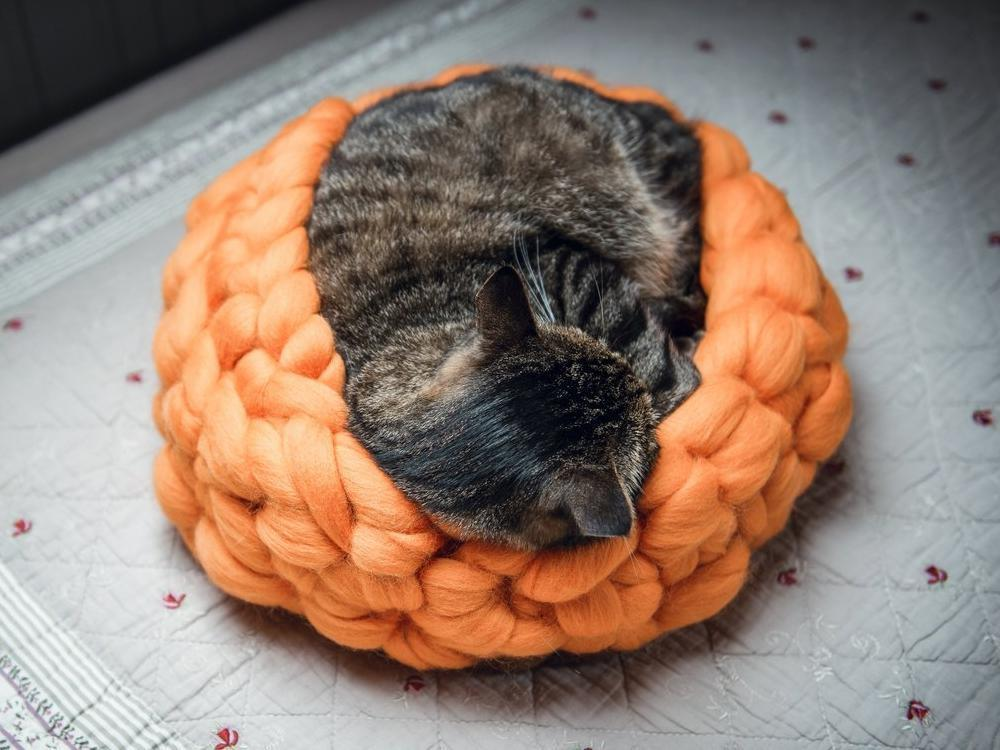 CHUNKY orange/brown hand knitted kitty bed-shelter with mini cover, woolen healthy natural