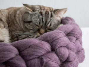 CHUNKY Aubergine/Dark lavender color hand knitted kitty basket for healthy, comfortable being. Made from natural wool