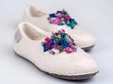 Load image into Gallery viewer, White felted wool slippers for her with indian silk ribbons and soft alpaca wool