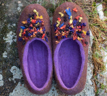 Load image into Gallery viewer, Hand felted woolen flat slippers for women with silk decor on surface