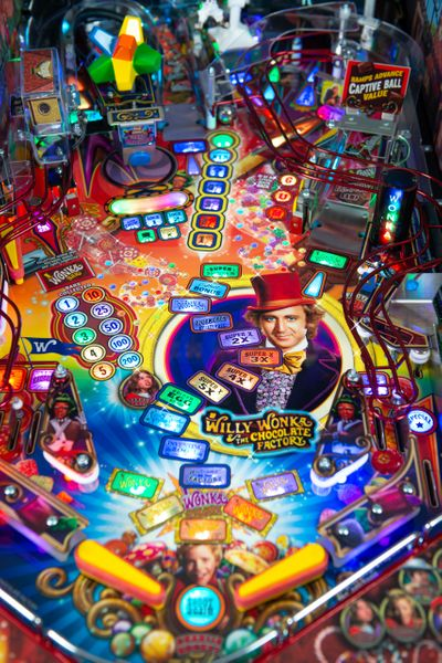 Willy Wonka Collectors Edition Pinball Machine
