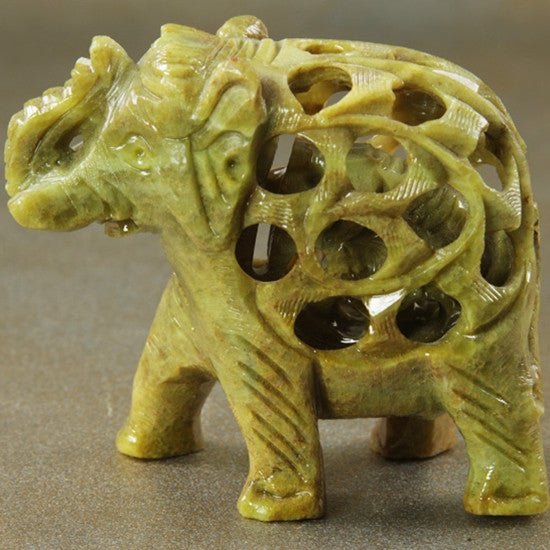 Statue - Soapstone elephant with baby 3