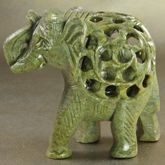 Statue - Soapstone elephant with baby 4