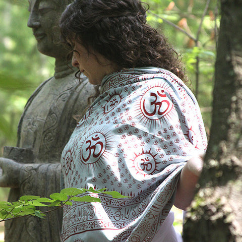 Meditation Yoga Prayer Shawl - Mantra Om - Grey Large