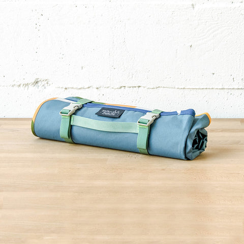 Meadow Mat Waterproof Blanket (Bodega Blue)
