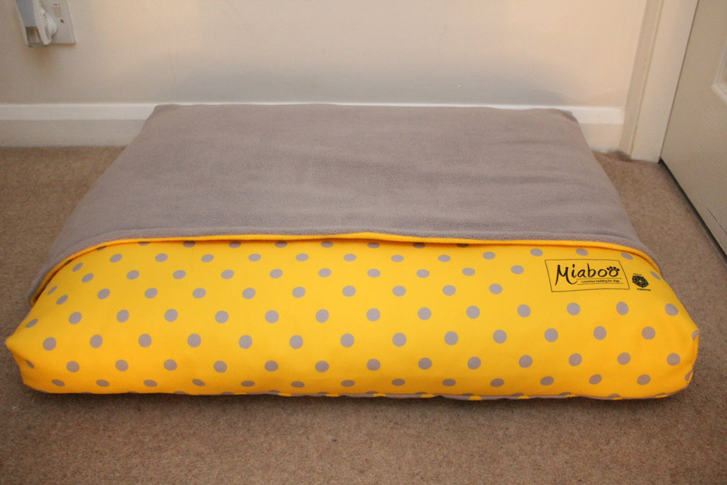 Miaboo Reversible – 4 In 1 Spotty Burrow Bed – Mellow Yellow and Grey