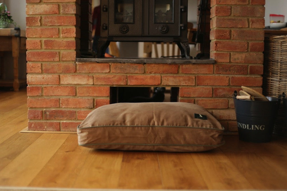 Hunt & Wilson Personalised Luxury Dog Bed in Luxury Cushion - PurrfectlyYappy