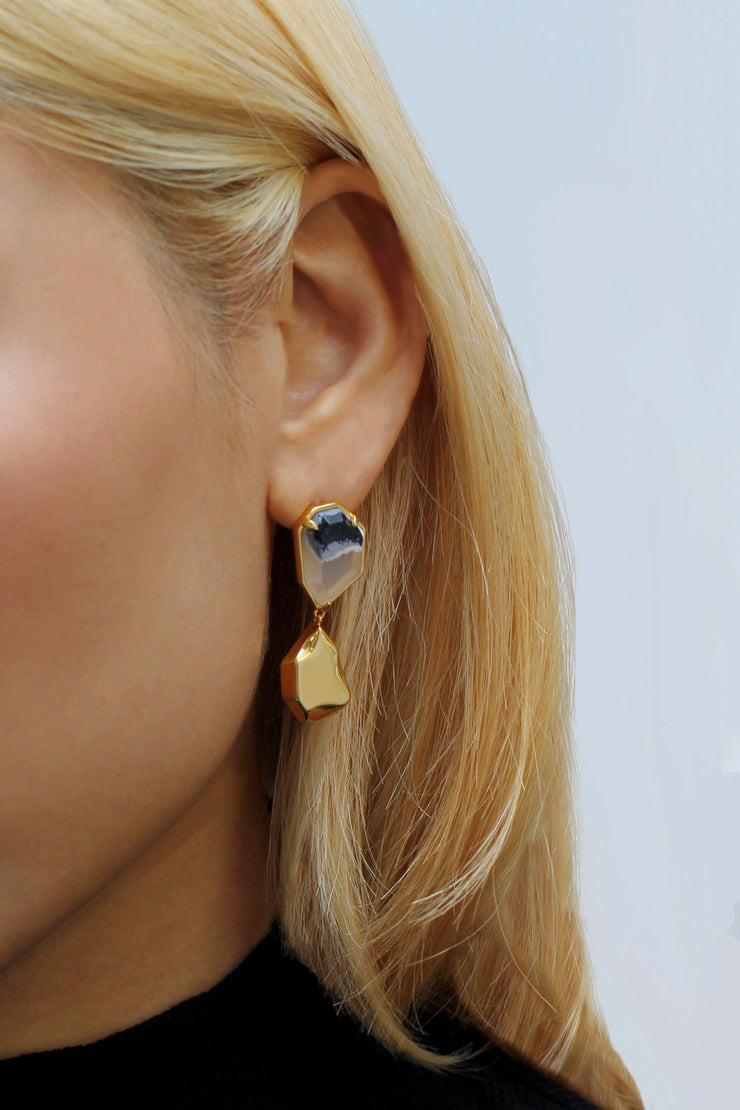 LAKSANA EARRINGS in Gold/ Licorice