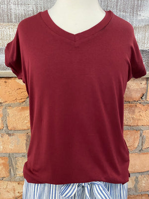 Short Sleeve V Neck Top in Burgundy