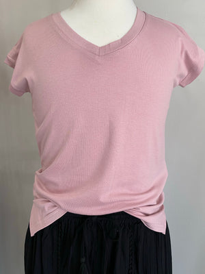 Short Sleeve V Neck Top in Rose