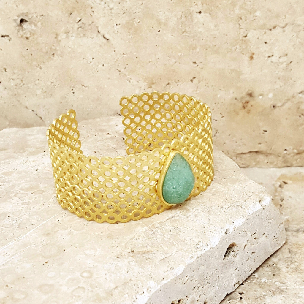 Cuff With Teardrop Stone - SARAJANEaccessories