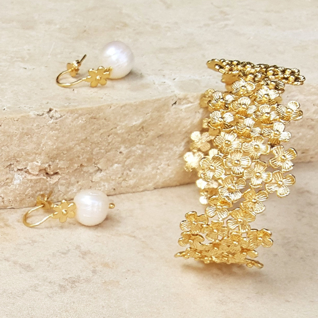 Pearl Earring With Gold Flower - SARAJANEaccessories