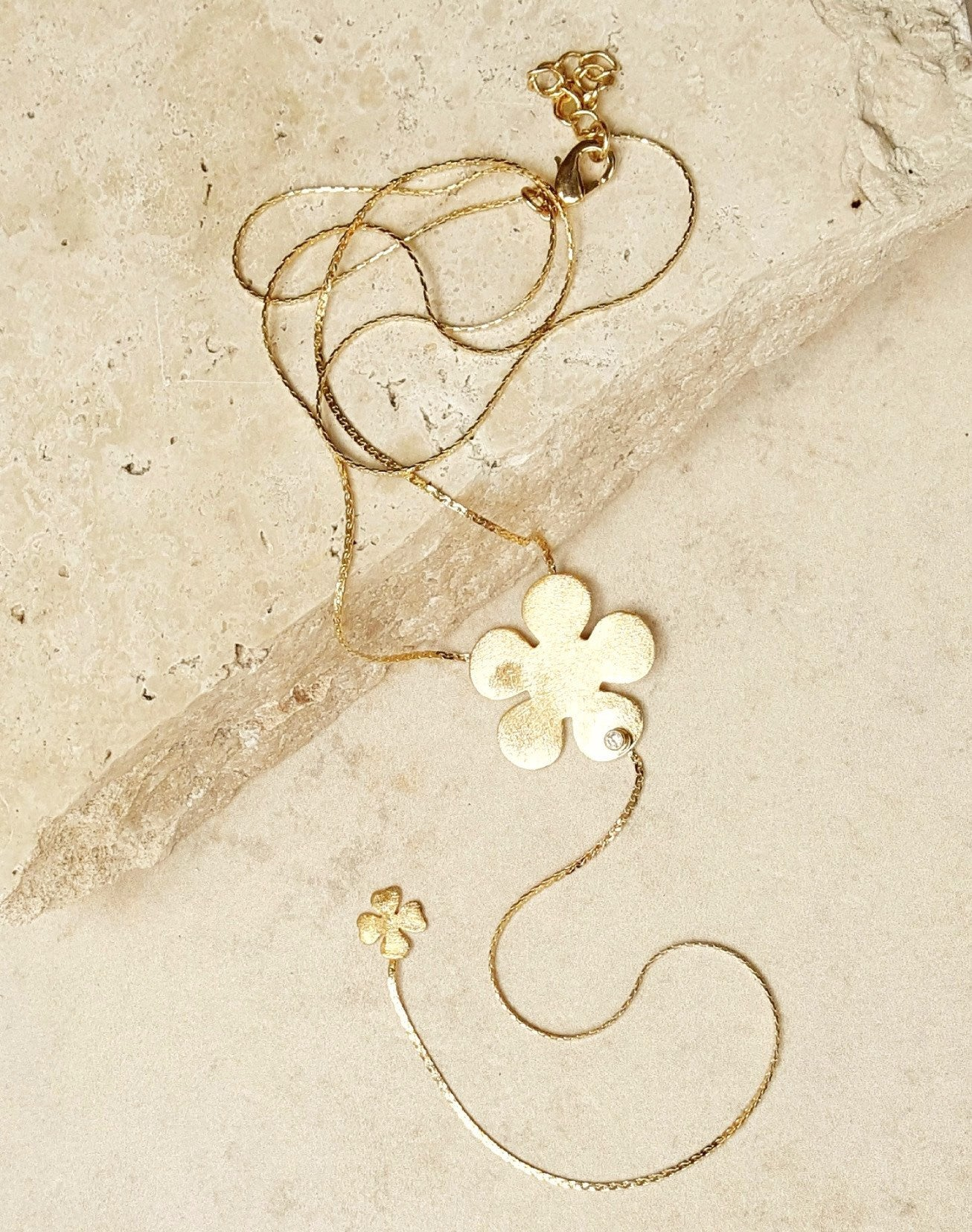 Delicate Necklace With Drop - SARAJANEaccessories