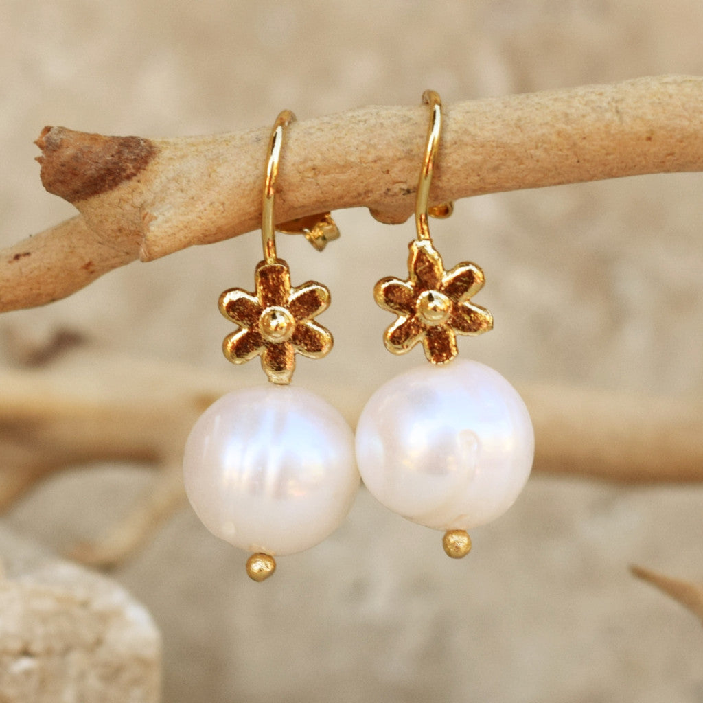 Pearl Earring With Gold Flower - SARAJANEaccessories - 1
