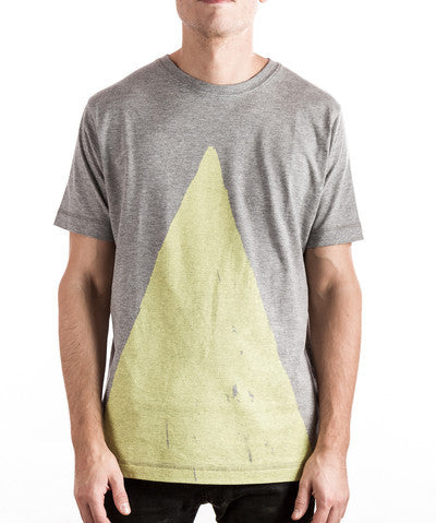 Moda Black: Triangle Tee