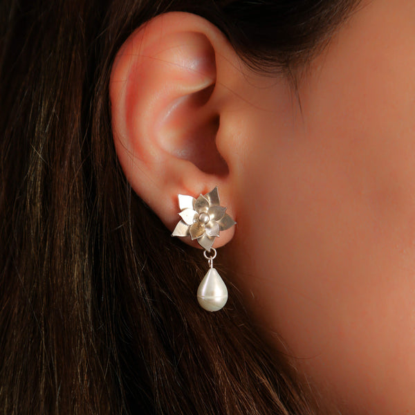 Hand made silver earring with pearl