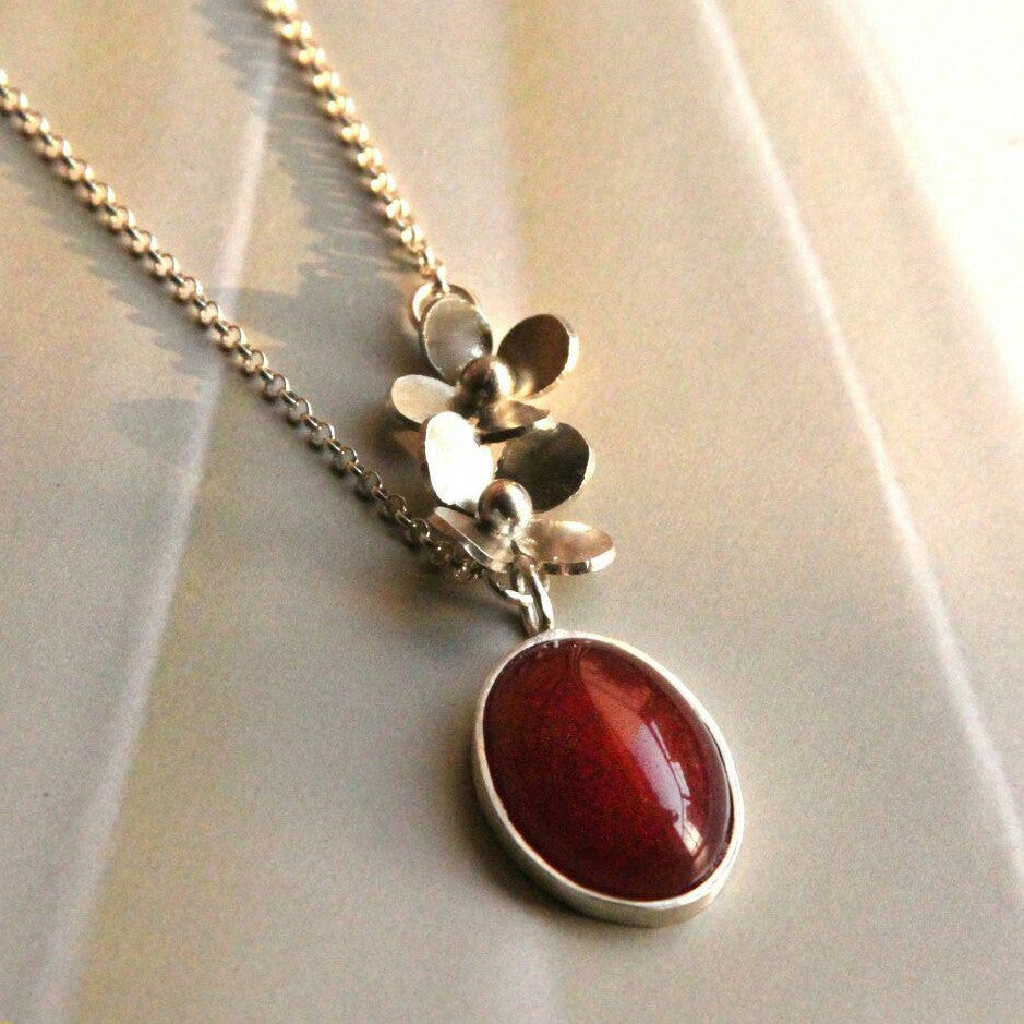 Silver floral necklace with agate pendant - Artsy Artworks