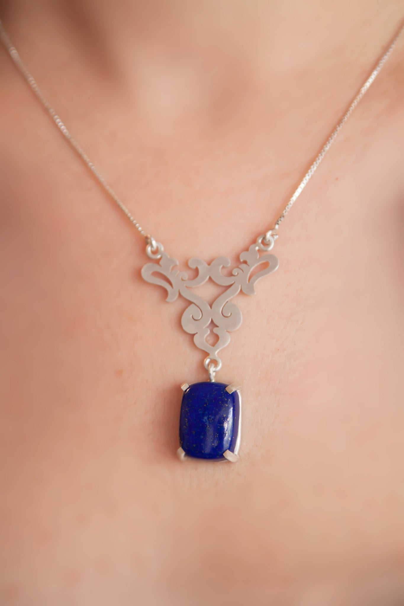 Eslimi Silver Necklace with Lazuli Pendant