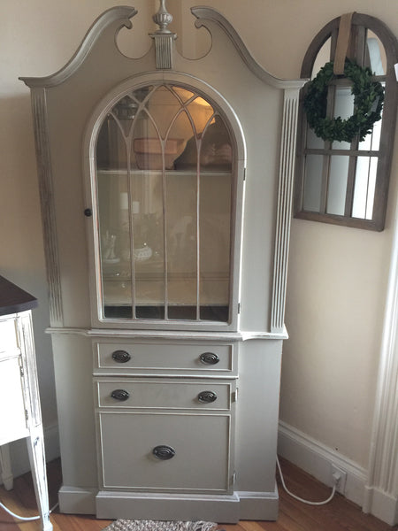 Cabinet in French Linen and Old White Interior