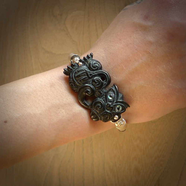 Hand carved tiki bracelet from Australian Black Jade with Paua shell eyes. This is an absolutely beautiful piece of wrist jewellery, hand made by NZ Pacific. We provide this with Free Postage Worldwide.