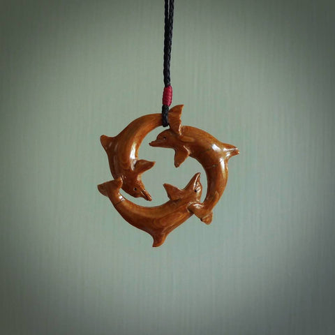 Double twist bone pendant. Hand carved by NZ Pacific.